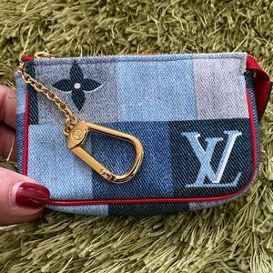 🔥BRAND NEW!🔥Louis Vuitton Denim Key Pouch! 💖